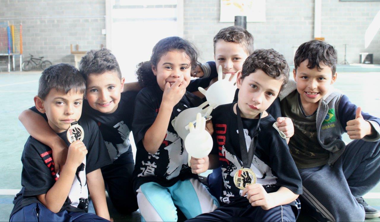 Voluntários possibilitam às crianças o sonho de competir no judô