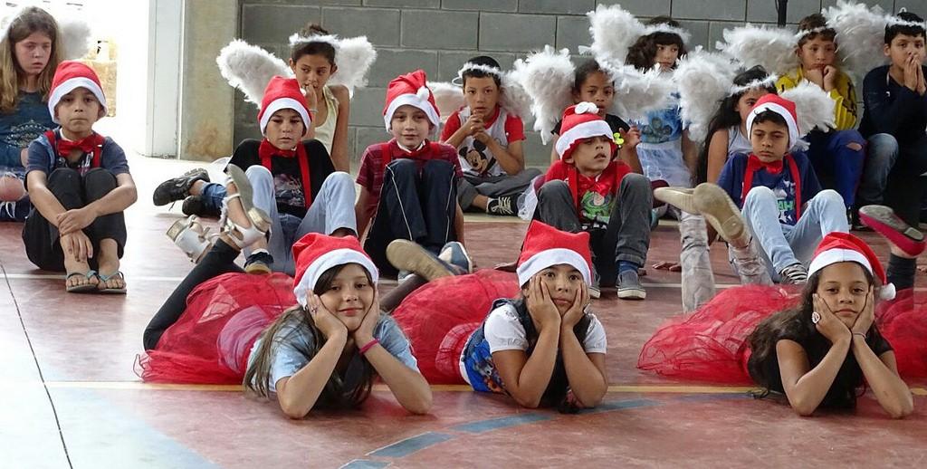 Projeto Educa: Crianças tiveram festa com presença do Papai Noel