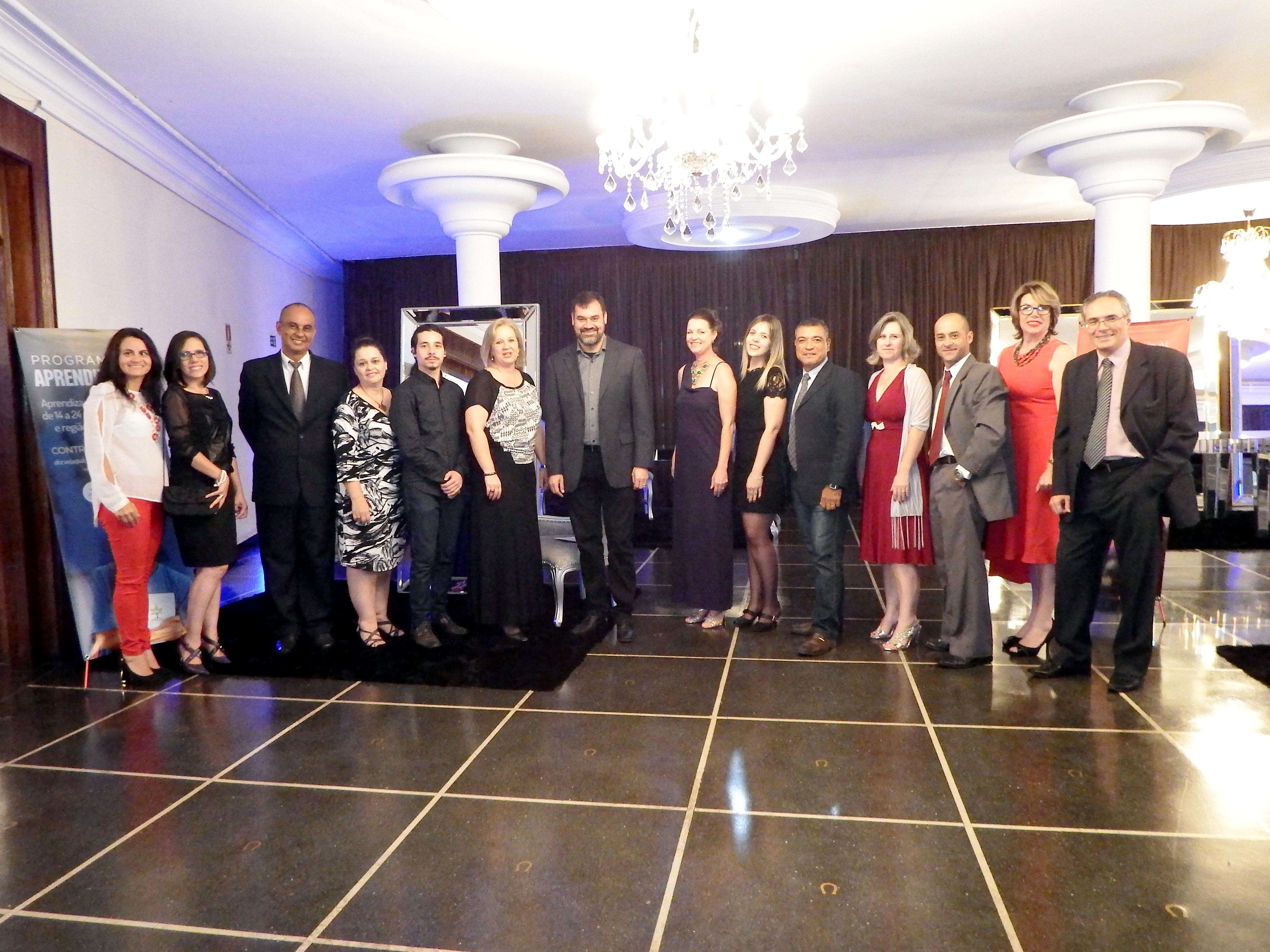 Equipe, voluntários e diretoria da ABC Vida participam de jantar comemorativo