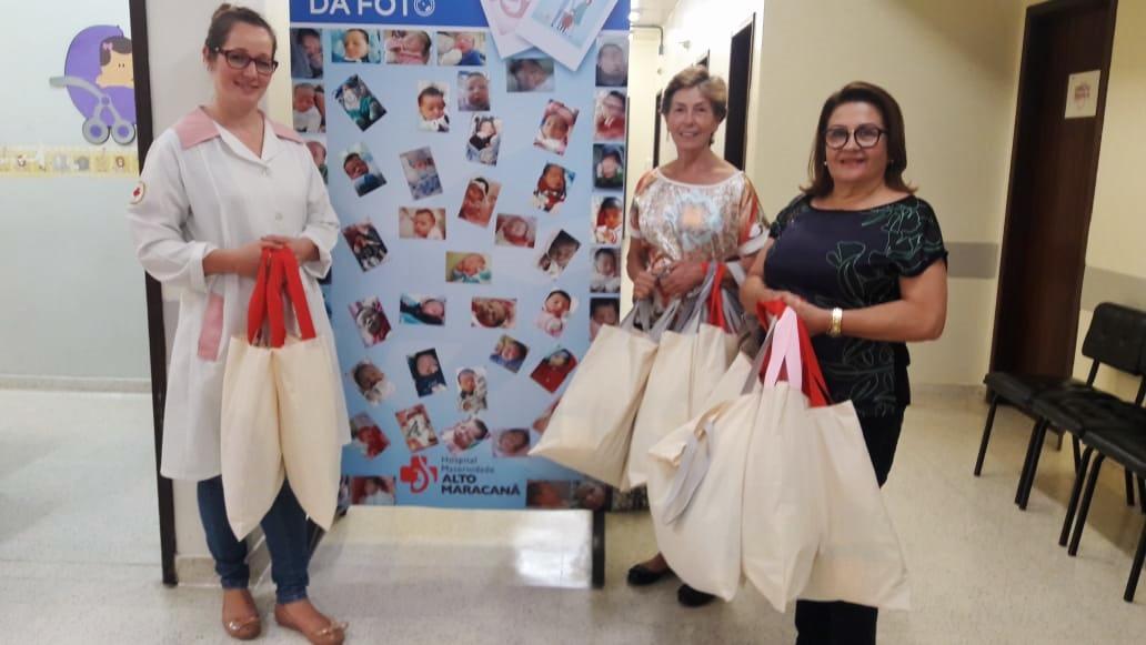 Voluntárias do projeto Enxoval Solidário entregam kits na Maternidade Alto Maracanã